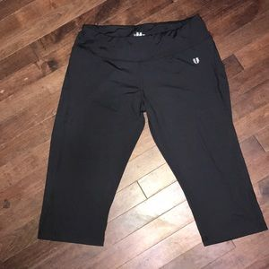Eleven by Venus capri leggings